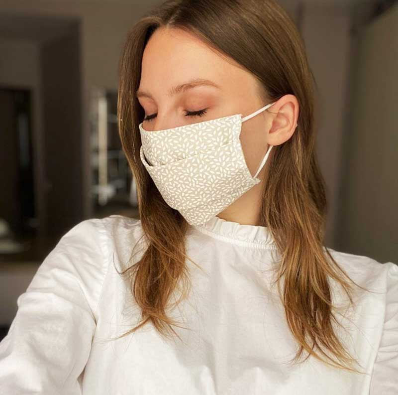 femme porte masque tissu france